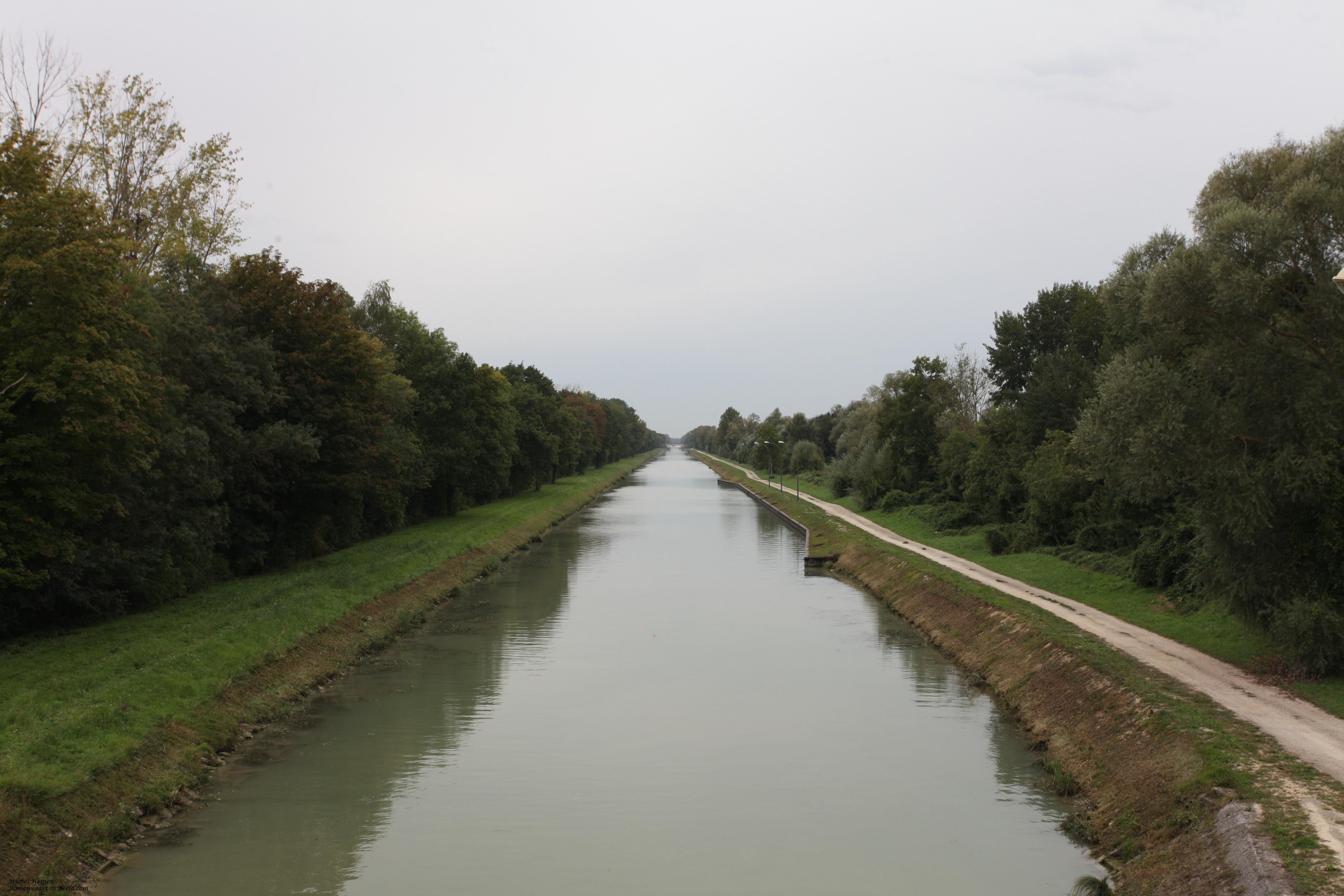 Canal derivation de Beaulieu à Villiers-sur-Seine